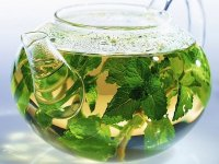 The benefits of green tea for teeth and gums.