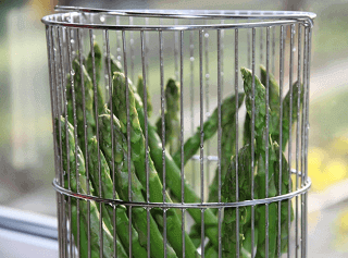 Asparagus with lemon-tomato relish